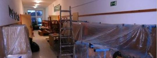 Chodba Základní školy Radostín nad Oslavou při rekonstrukci