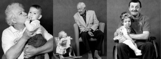 Výstava v Senior a Family Pointu zachycuje mezigenerační vztahy
