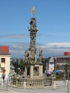 Trojiční sloup na náměstí Republiky prošel obnovou