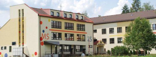 Budova Základní školy ve Svratce