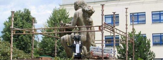 Makovského socha v nemocnici prochází opravou