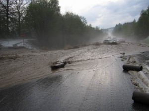 zatopena-komunikace-voda-hasici-silnice